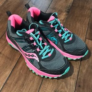 SAucony gray and pink Running shoes
